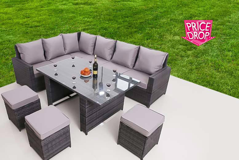 £419 instead of £970 (from Dreams Outside) for a nine-seater rattan garden furniture set - save 57%