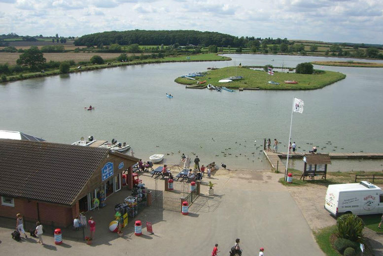 Activities: Crazy Golf, Ice Creams & Drinks For 4 @ Bosworth Water Park