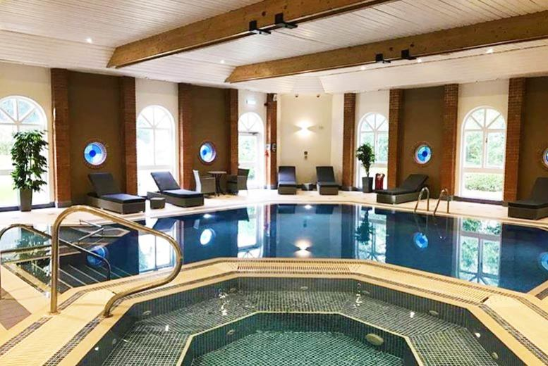 Luxury Surrey Spa Break, Dining, Wine & Late Check Out for 2