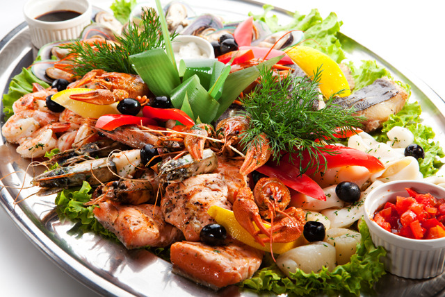 £26 for a whole lobster seafood platter for 2 inc. clams, prawns & more at Hidden Treasure, Hampstead