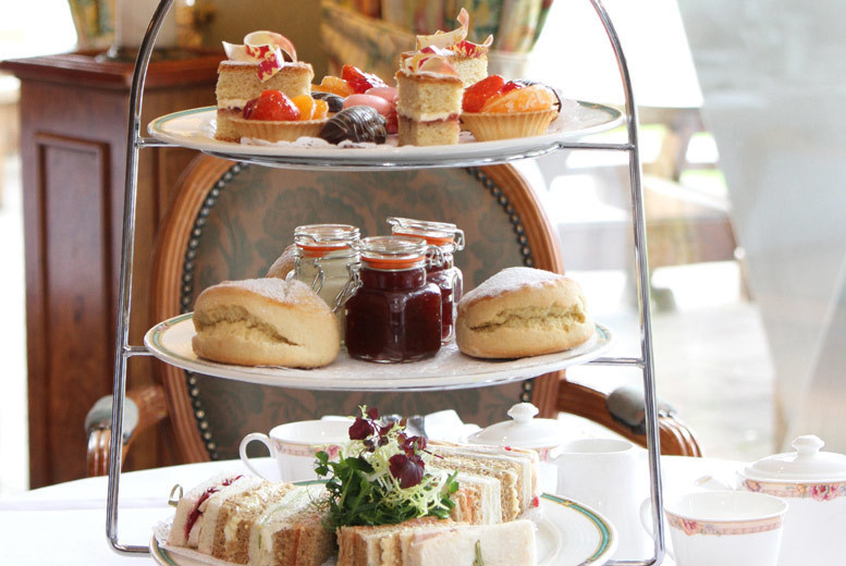 Glasgow: Afternoon Tea & Spa Access @ 4* Holiday Inn – Prosecco Option! from £24