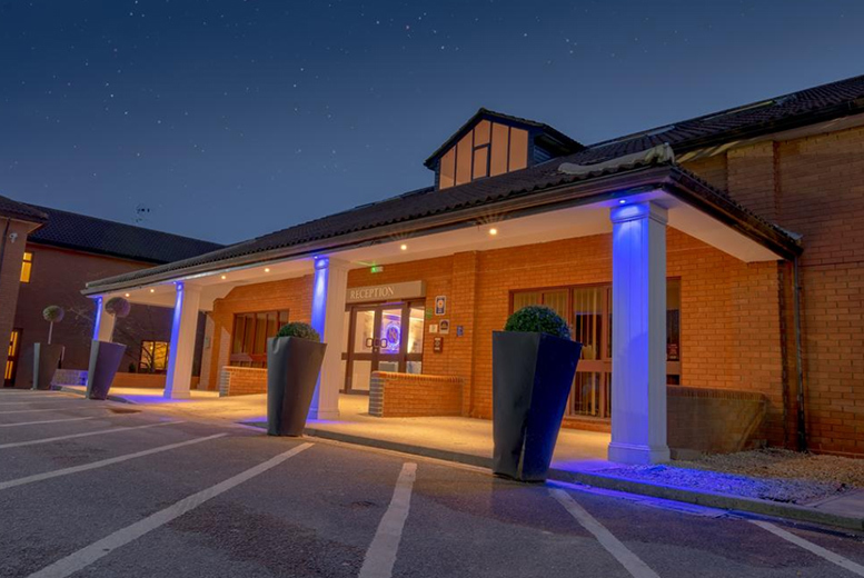 1nt Rockingham Forest Stay, Breakfast, Bottle of Wine & 2-Course Dining