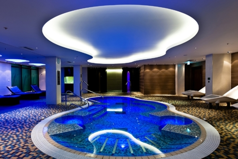 4* Hilton 4Hr Spa Day including 2 Treatments & Prosecco