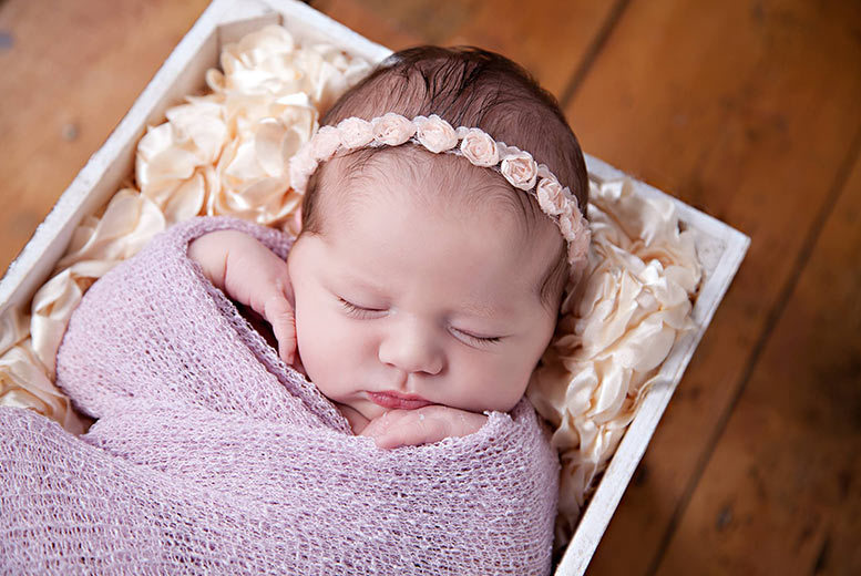 "£9 instead of £100 for a three-hour baby photoshoot including a 10"" x 8"" print and £250 in vouchers at Dream World Photography, Helsby - save 91%"