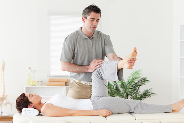 £14.99 for a 1-hour chiropractic consultation, £29.99 for consultation and 2 treatments at Hutchinson Chiropractic, Glasgow - save up to 70%