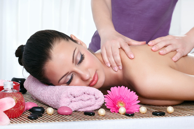 £19 instead of £130 for a 90-minute pamper package inc. body scrub, back & shoulder massage & facial at Skin Surf - save 85%