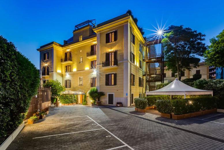 European City Breaks: 6-9nt Rome, Venice & Lake Garda Escape, Breakfast, Trains & Flights