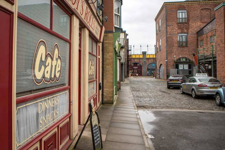 Entertainment: The Coronation Street Set Experience - With 80min Guided Tour!