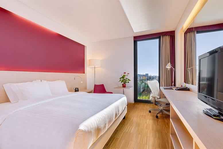 European City Breaks: 4* Venice Hilton Garden Inn, Breakfast & Flights - Gondola Option!