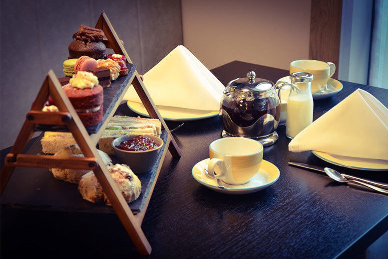 Restaurants & Bars: 4* Malrdon Hotel Cocktail Afternoon tea For 2 Or 4