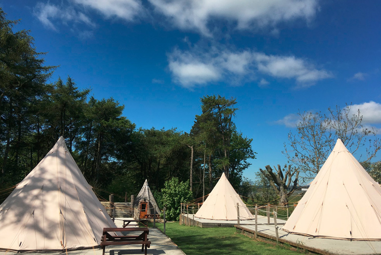 UK Seaside: 2nt Scarborough Tipi Tent or Cowboy Shack Stay for 4