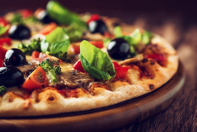 £5 instead of up to £10.55 for a pizza, soft drink & tea or coffee, £9 for 2 at PizzaSi Café, Victoria - save up to 53%