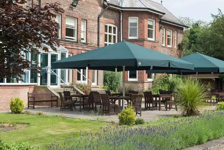 Spas & Country House: 2nt North Yorkshire Getaway, Cream Tea & Bird of Prey Centre Tkts For 2