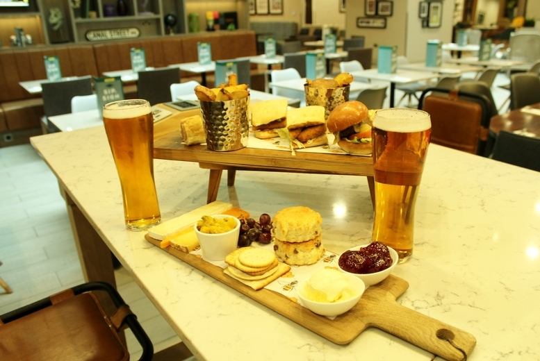 Restaurants & Bars: 4* Rustic Afternoon Tea & Prosecco For 2 @ Holiday Inn, City Centre
