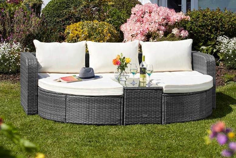 Rattan Day Bed with Optional Cover – 2 Colours! (£429)