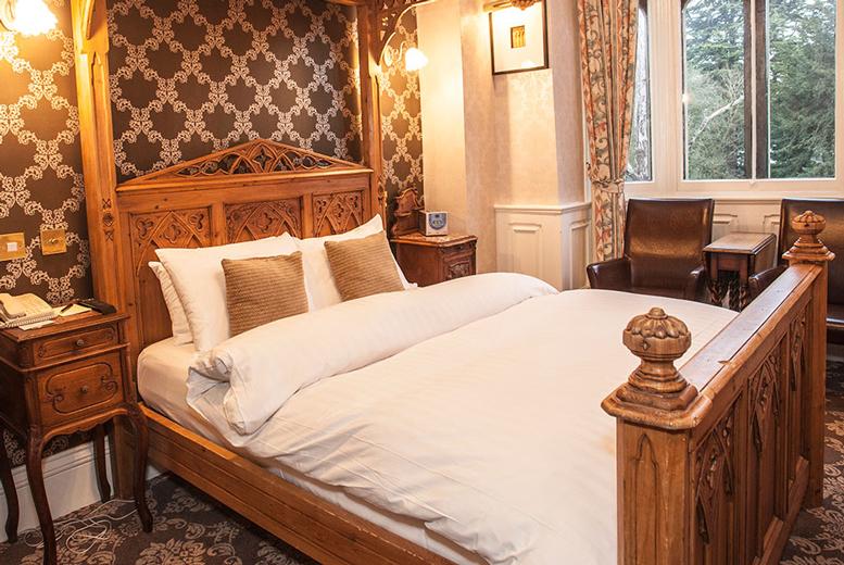 Spas & Country House: 4* Warwickshire Break, Breakfast & Spa Access for 2 @ Wroxall Abbey