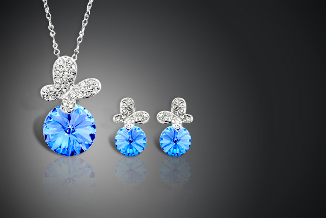 £14 instead of £70 (from Cian Jewels) for a Swarovski Elements crystal butterfly duo set inc. necklace and earrings - save 80%
