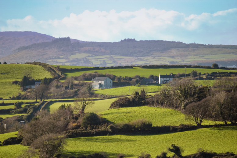 Ireland: Banbridge Stay, Breakfast & 2 Courses for 2 @ Bannville House Hotel