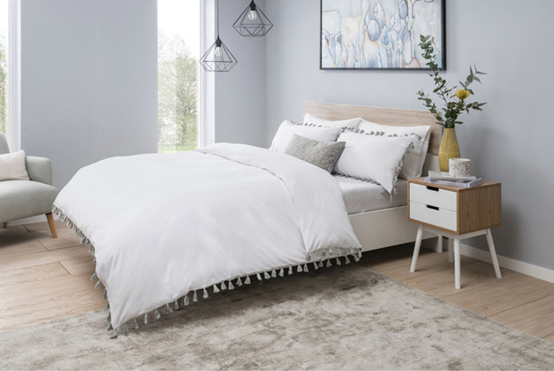 Tassel Duvet Cover Set – 3 Colours & 4 Sizes! (£19.99)