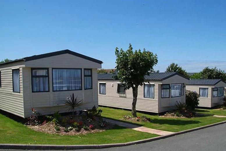 UK Seaside: 3-4nt 4* Coastal Pembrokeshire Caravan Holiday for up to 6