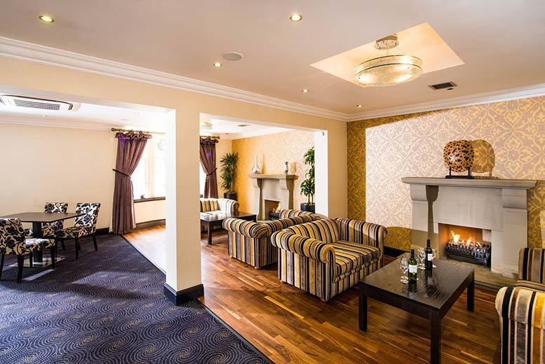 Restaurants & Bars: Leisure Access & Afternoon Tea for 2, 3 or 4 @ The Poppinjay Hotel