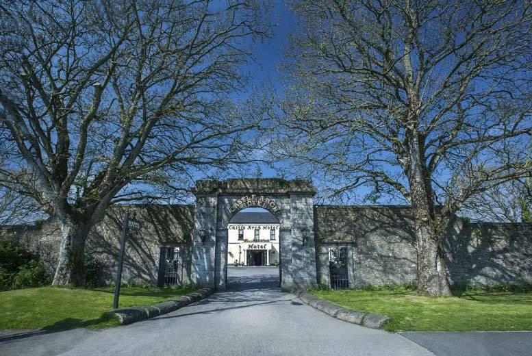 Ireland: 1-2nt Meath Stay, Dining & Prosecco for 2 @ Castle Arch Hotel