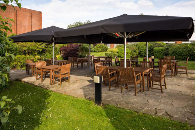 Spas & Country House: 4* Hertfordshire Escape, Dining, Breakfast & Leisure Access for 2