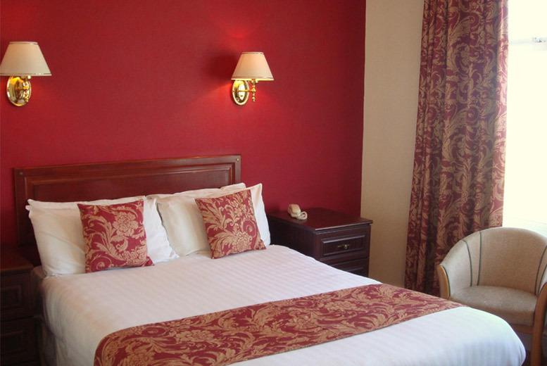 UK Seaside: 1-2nt Morecambe Stay & Breakfast for 2 @ Clarendon Hotel