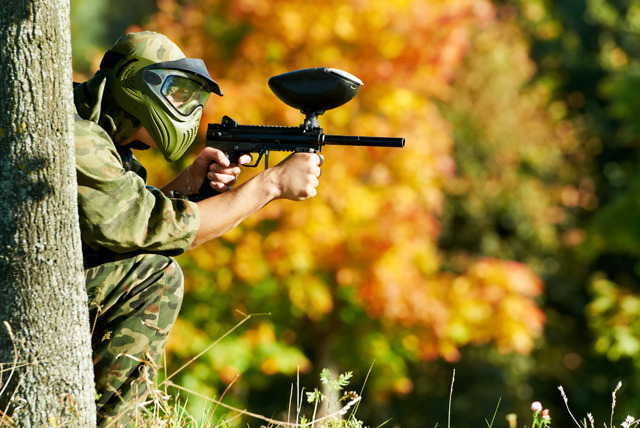 £4.99 for a paintballing day for 5 inc. 100 paintballs & a hot lunch each, £8.99 for 10 people at Paintball Park, Kidderminster - save up to 90%