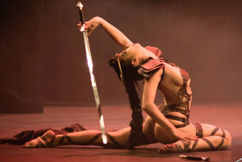 Restaurants & Bars: Burlesque Show with Bubbly, Platter & Disco @ The Walrus