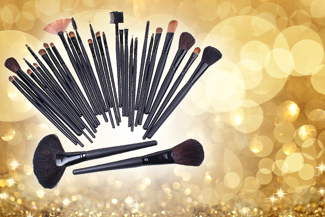 £12.99 instead of £34.99 (from Georgina's) for a 32-piece professional makeup brush set and faux-leather case - save 63%