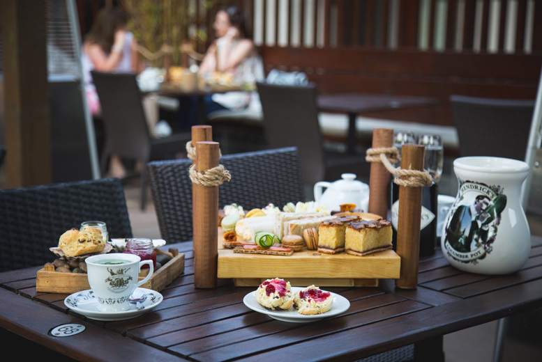 Restaurants & Bars: Afternoon Tea for 2 @ Farndon Boathouse - Prosecco Option!