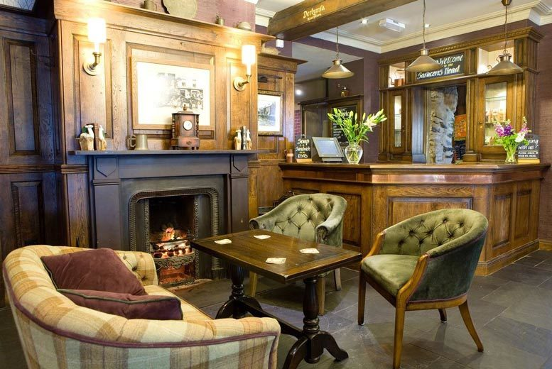 Spas & Country House: 1-3nt Snowdonia Stay, 2-Course Dinner, Bottle of Wine & B'fast for 2