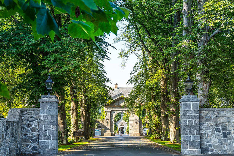 Ireland: 4* Celbridge Manor Stay, Bottle of Prosecco & Late Checkout for 2