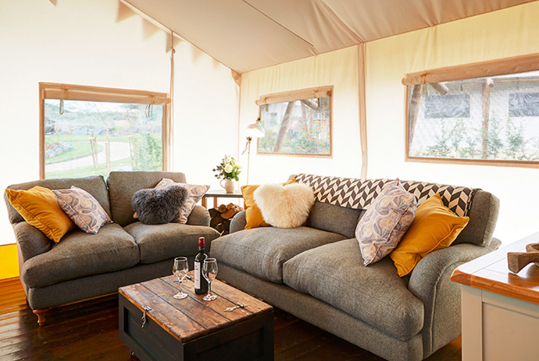 Spas & Country House: 3nt Glamping Lodge Stay, Private Hot Tub & Activities for 6