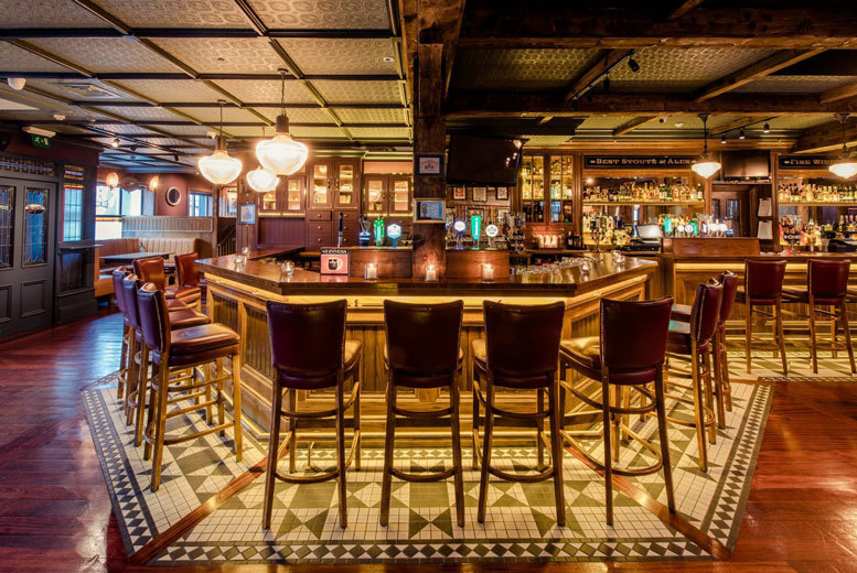 Ireland: 1, 2 or 3nt Scott's Hotel Stay, Breakfast & Late Check Out for 2