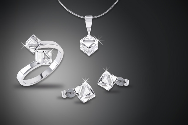 £15 instead of £118 (from Rocks of London) for a Swarovski Elements 'ice cube' tri-set - save 87%