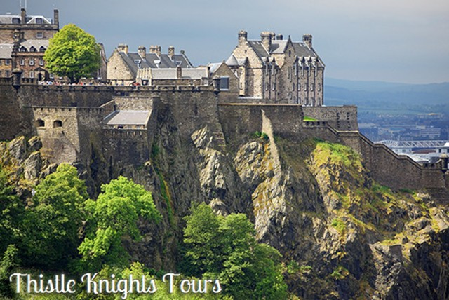 £5 for a 2hr historic walking tour of Edinburgh for 2, or £6 for a 2hr ghost tour for 2 with Thistle Knights Tours - save up to 72%