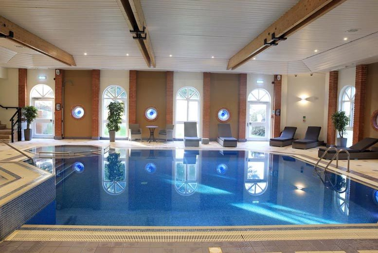 Spas & Country House: Surrey Spa Getaway, Dining, Bottle of Wine & Late Check Out for 2