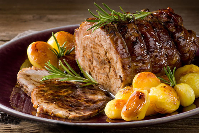 £12 instead of up to £25.80 for a Sunday roast for 2 inc. a glass of wine each at The Navigation, Newark - save up to 53%