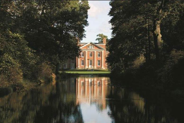 Spas & Country House: Hampshire Escape for 2 With Breakfast, Prosecco & Cream Tea