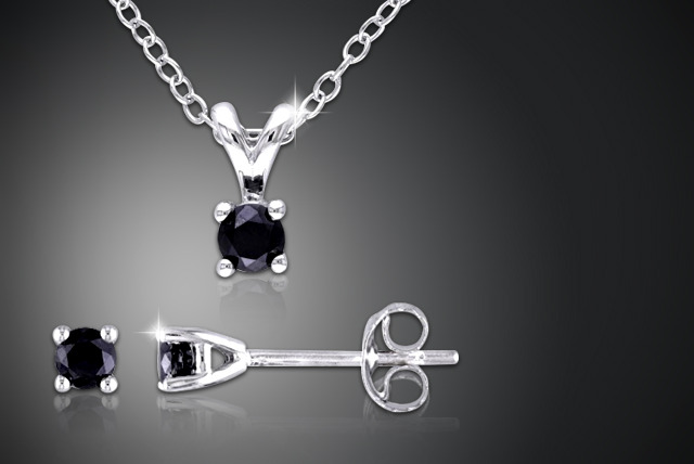 £65.99 instead of £499 (from Personalised Jewellery Shop) for a black diamond solitaire duo set inc. a pendant and earrings - save 87%