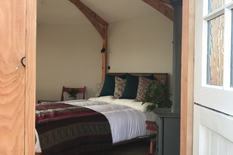 UK City Breaks: 2-3nt Brecon Beacons Glamping, Prosecco & Breakfast Hamper for 2