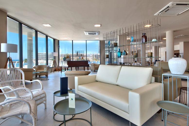 Beach Holidays: 4* Seafront Malta Getaway & Flights - Riviera Hotel!