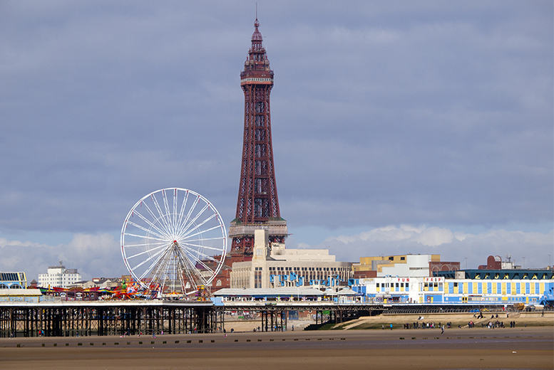UK Seaside: 2nt Blackpool Stay & Cabaret Party Package - Family Option!