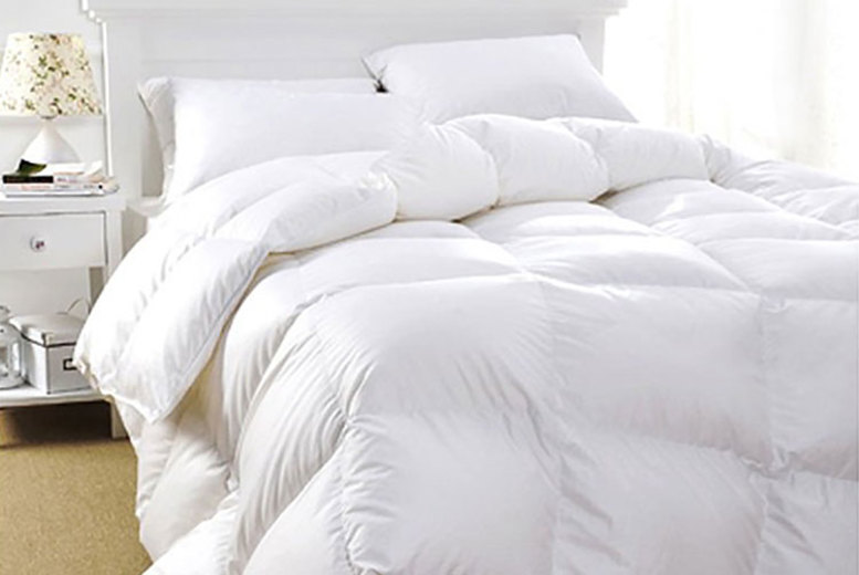 13.5 Tog Luxury Duck Feather Duvet – 3 Sizes! (£24.99)