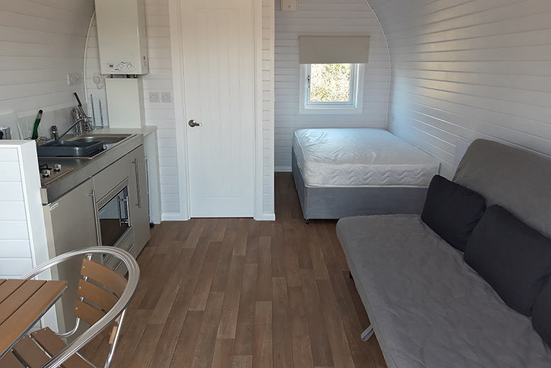 UK City Breaks: 2-4nt Glamping Pod For A Family Of 3 @ Janson Fishery, Elton