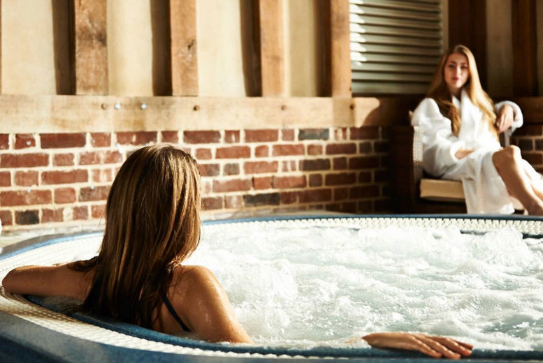 Beauty: Pamper Me Spa Experience, Massage, Refreshments & Voucher for 1 or 2