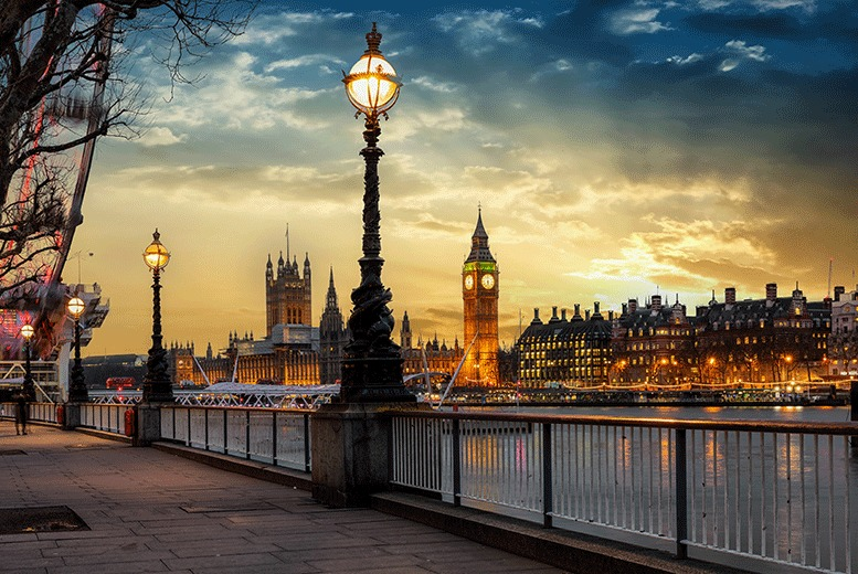 UK City Breaks: 3* & 4* London Break, breakfast & ICE BAR Entry & Drinks