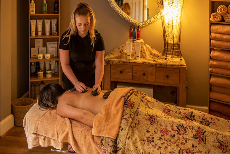 Spas & Country House: Luxury Devon Spa Getaway, Treatment, 3-Course Dining & Bubbly for 2